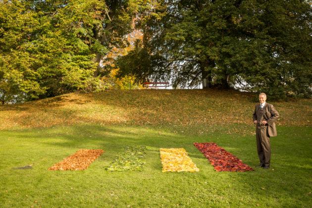 Aufräumkünstler Ursus Wehrli mit seinem Kunstwerk im Rieterpark.